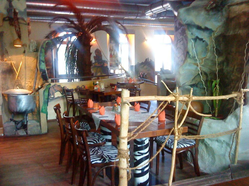 Bild Coole Deko Uberall Zu Restaurant Mama Africa In Dresden