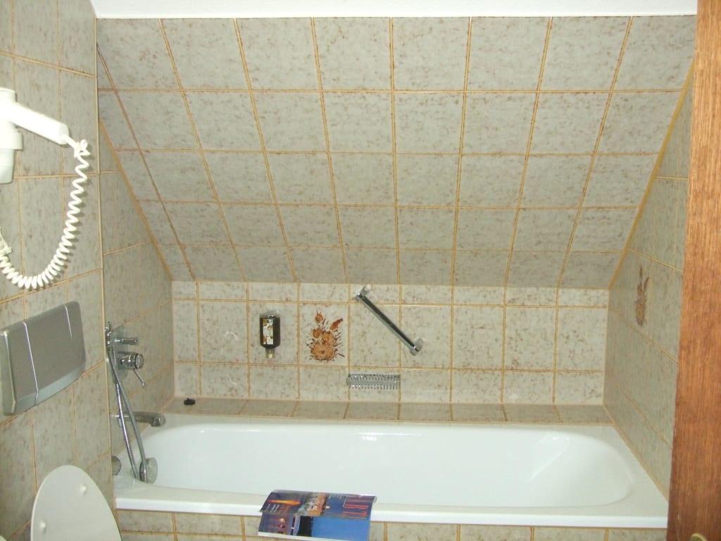 bild bad ohne fenster zu hotel altenberger hof in odenthal. Black Bedroom Furniture Sets. Home Design Ideas