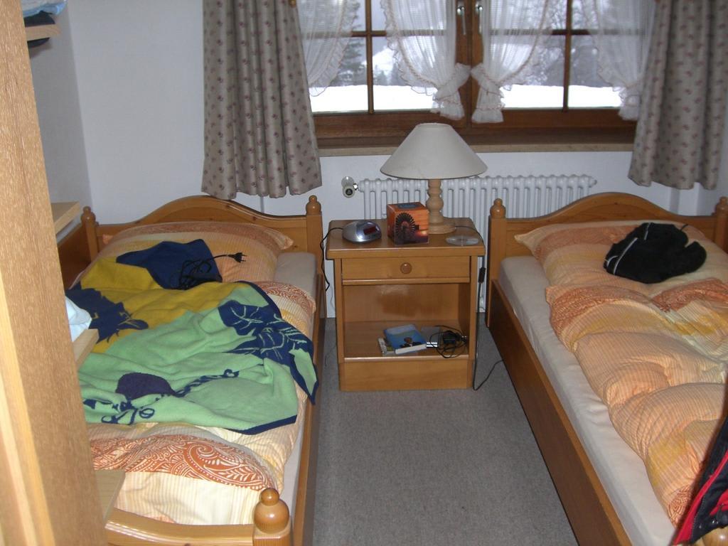 bild schlafzimmer kinderzimmer zu pension waldvogel in. Black Bedroom Furniture Sets. Home Design Ideas