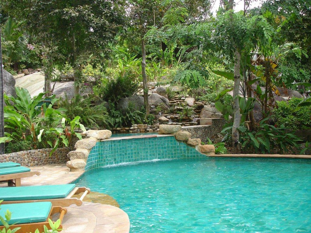 bild pool mit integriertem wasserfall zu hotel panviman resort in ao thong nai pan noi. Black Bedroom Furniture Sets. Home Design Ideas
