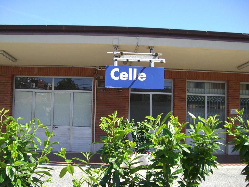 bild bahnhof celle zu celle ligure in celle ligure. Black Bedroom Furniture Sets. Home Design Ideas