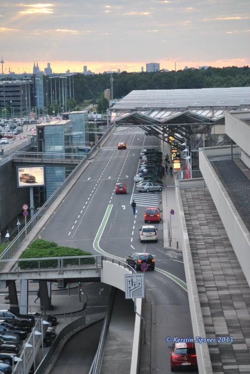 bild zufahrt zum terminal 2 zu flughafen k ln bonn cgn in k ln. Black Bedroom Furniture Sets. Home Design Ideas