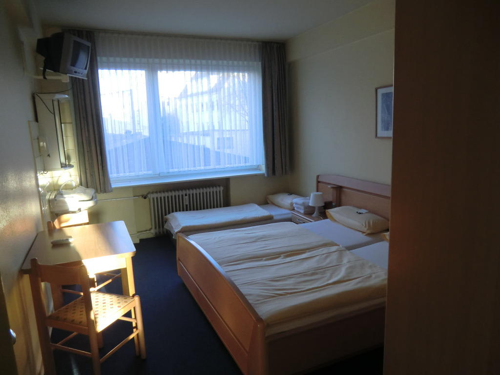 Bild sauberes und preiswertes zimmer zu hotel pacific in for Zimmer in hamburg