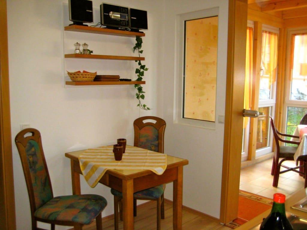bild k che und wintergarten im obergeschoss zu ferienwohnung m ller coburg in coburg. Black Bedroom Furniture Sets. Home Design Ideas