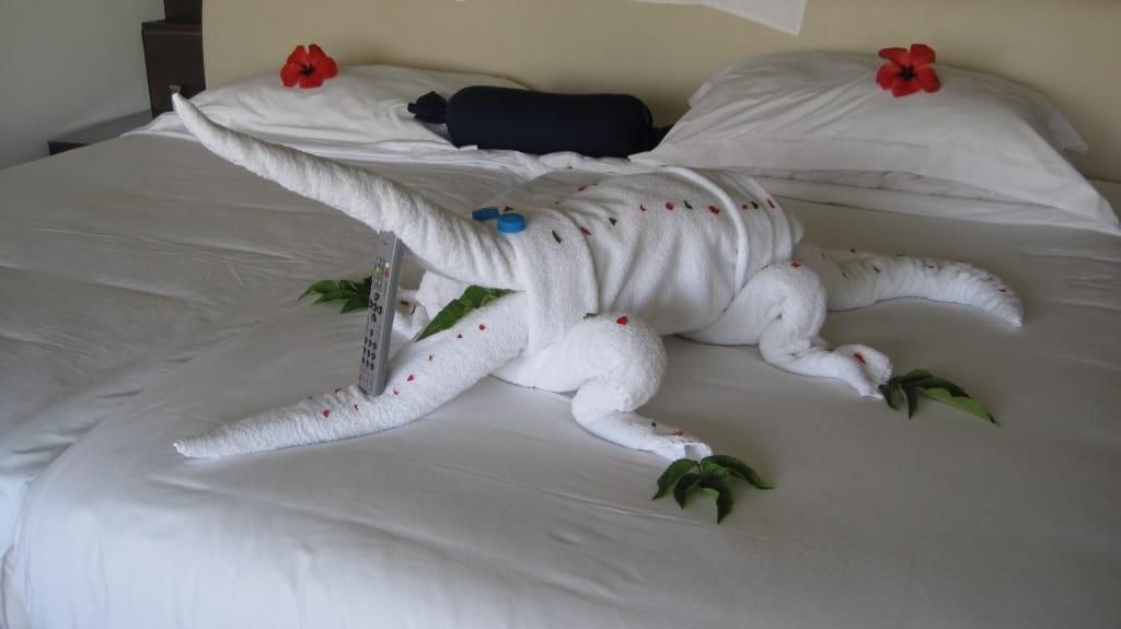 bild wilde tiere im bett zu steigenberger makadi hotel in makadi bay. Black Bedroom Furniture Sets. Home Design Ideas