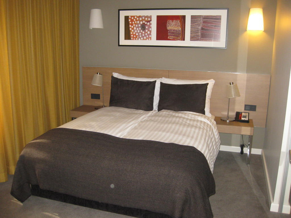 Bild zimmer 106 zu adina apartment hotel hamburg michel for Appart hotel hambourg