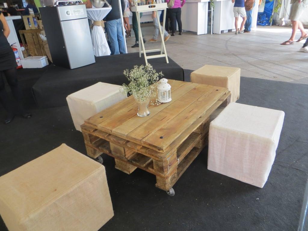 bilder origineller tisch aus paletten reisetipps. Black Bedroom Furniture Sets. Home Design Ideas