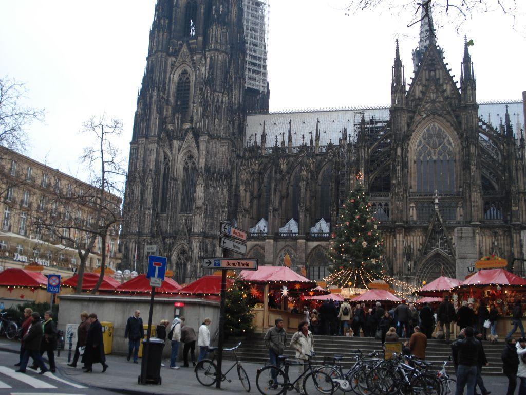 öffnungszeiten Weihnachtsmarkt Köln.Bild Weihnachtsmarkt Am Dom Zu Weihnachtsmarkt Am Kölner Dom In Köln