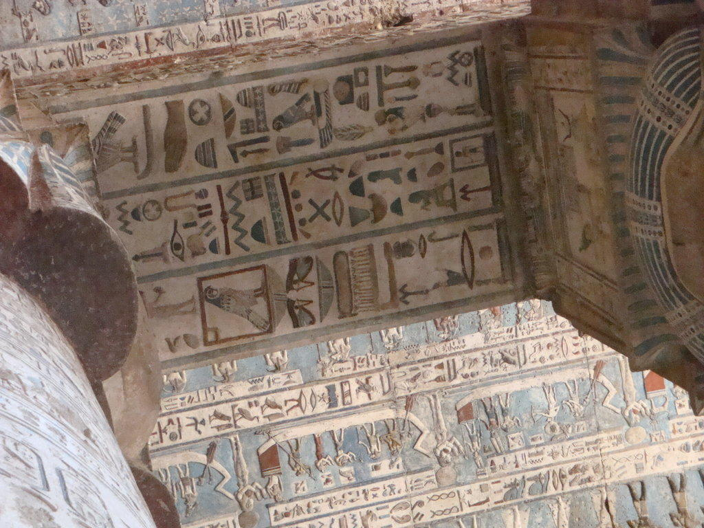 bild hathor tempel zu hathor tempel dendera in qena. Black Bedroom Furniture Sets. Home Design Ideas