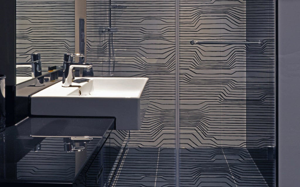 Bild design badezimmer zu l g re hotel tuttlingen in for Hotel badezimmer design