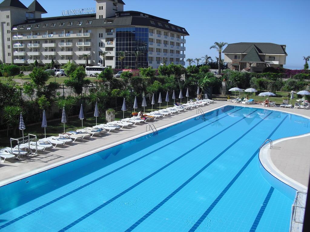 bild gro er pool zu primasol telatiye resort hotel in alanya konakli. Black Bedroom Furniture Sets. Home Design Ideas
