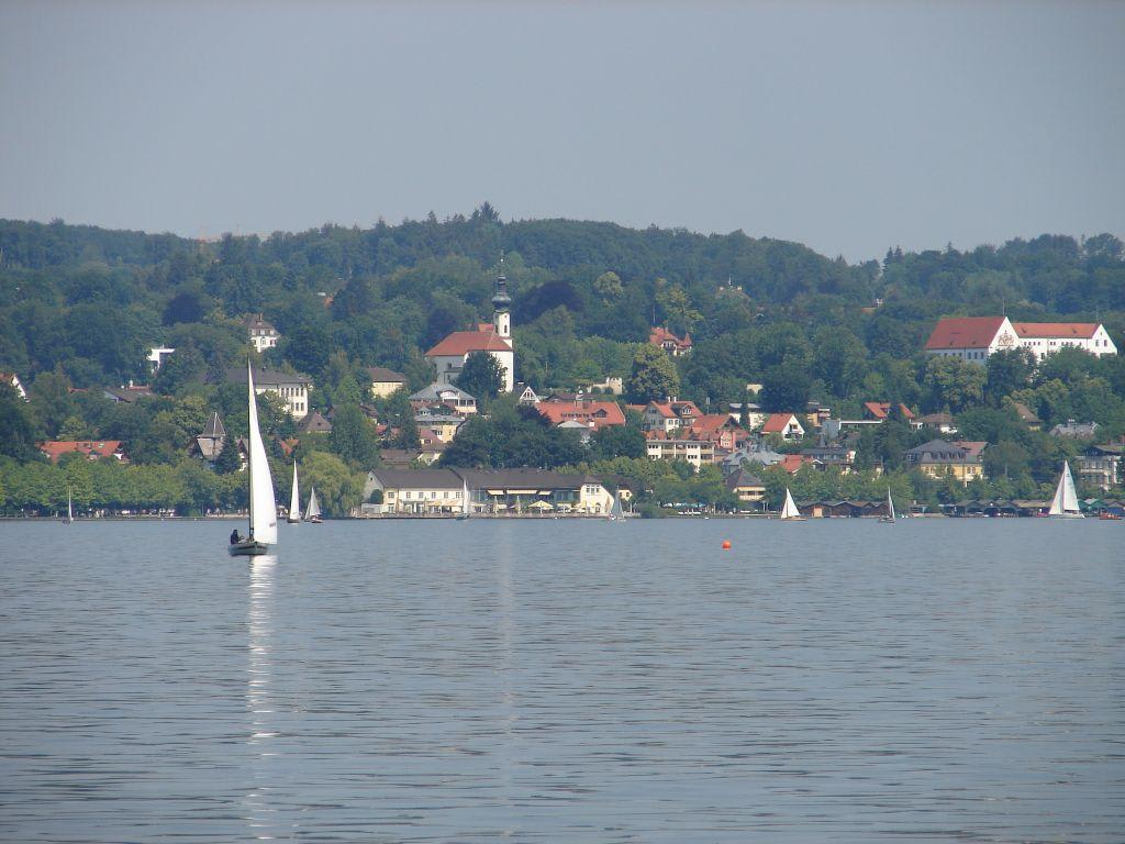 Berg Am Starnberger See bild blick berg auf starnberg zu starnberger see in starnberg