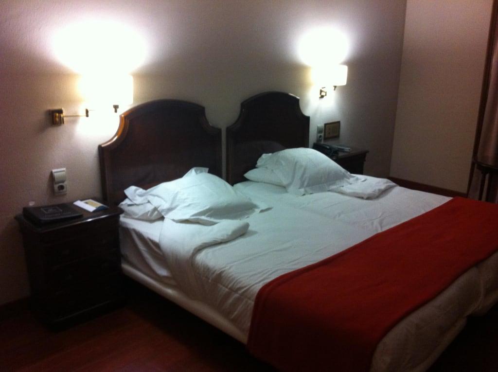 bild doppelbett zwei matratzen zu abba xalet suites. Black Bedroom Furniture Sets. Home Design Ideas