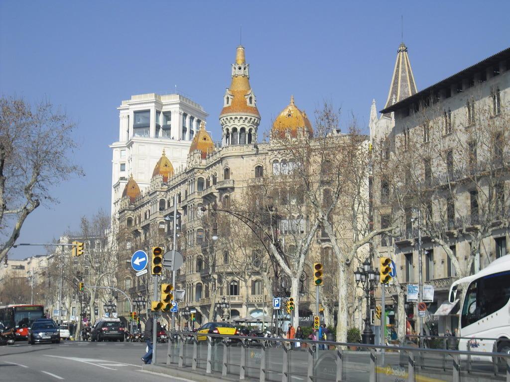 Bild barcelona am placa catalunya zu placa de - Placa kennedy barcelona ...