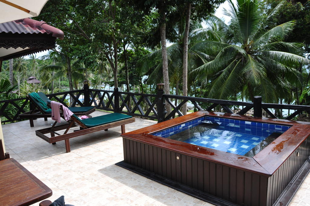 bild kleiner pool auf der terrasse zu koh kood beach resort in koh kut. Black Bedroom Furniture Sets. Home Design Ideas