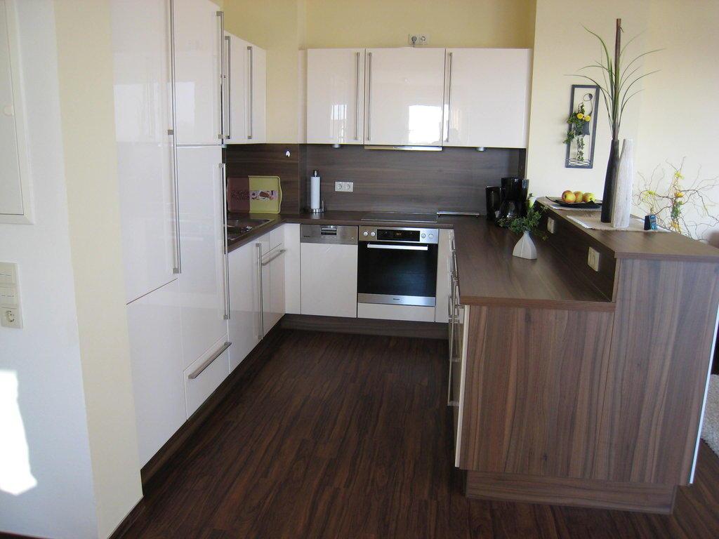 bild moderne k che mit kompletter ausstattung zu. Black Bedroom Furniture Sets. Home Design Ideas