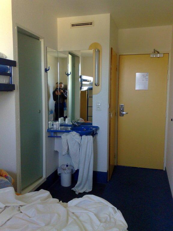 Bild blick auf das bad zu hotel ibis budget paris porte de la chapelle in paris - Ibis budget porte chapelle ...