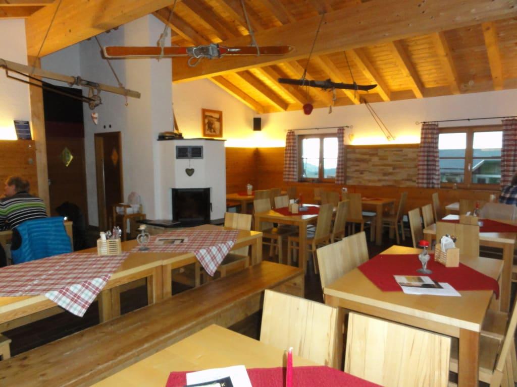 Bild Gemutliche Einrichtung Zu Restaurant Gletscheralp In Buchenberg