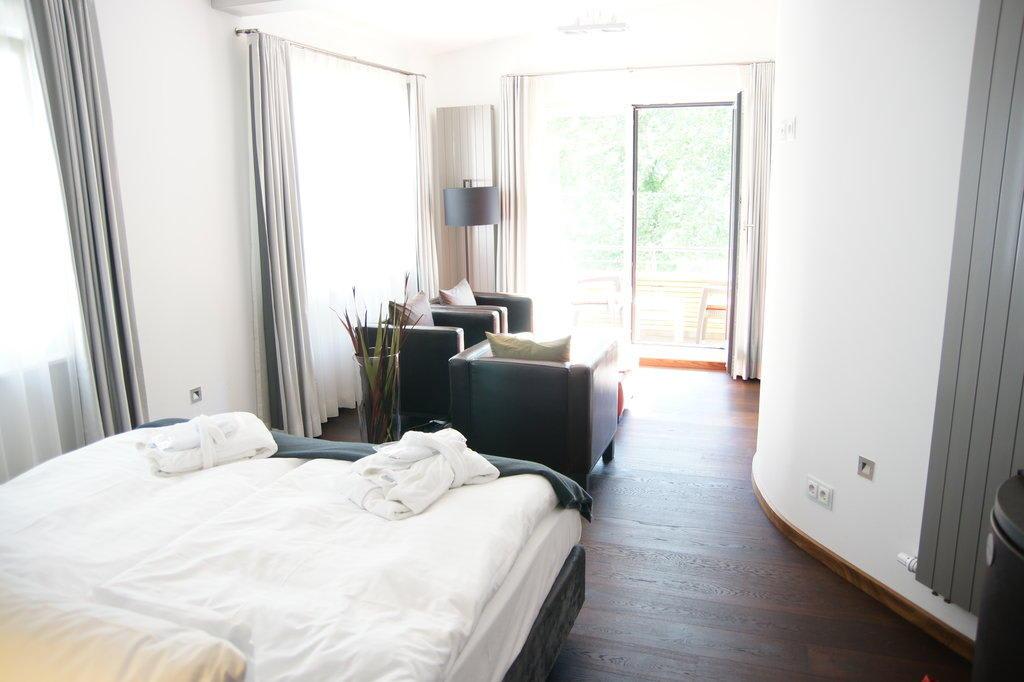 bild zimmer hiddensee zu nixe designhotel binz in binz auf r gen. Black Bedroom Furniture Sets. Home Design Ideas