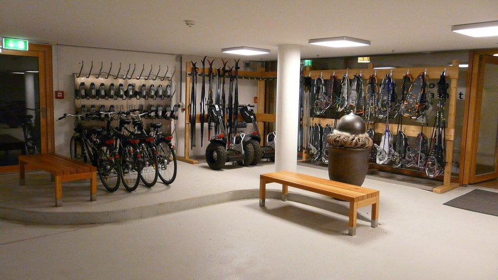 bild fahrrad ski und schneeschuhverleih zu hotel das. Black Bedroom Furniture Sets. Home Design Ideas