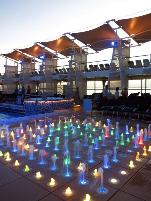 Charmant Wasserspiele Am Pool