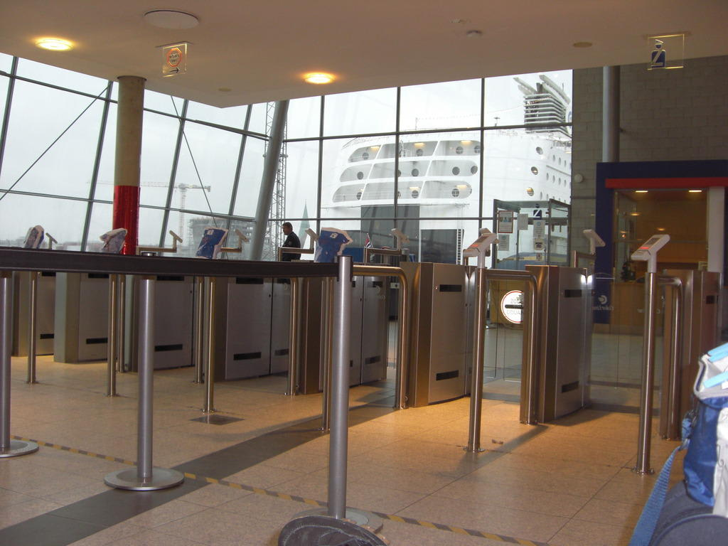 Bild Quot Terminal Der Colorline In Kiel Quot Zu Color Magic In