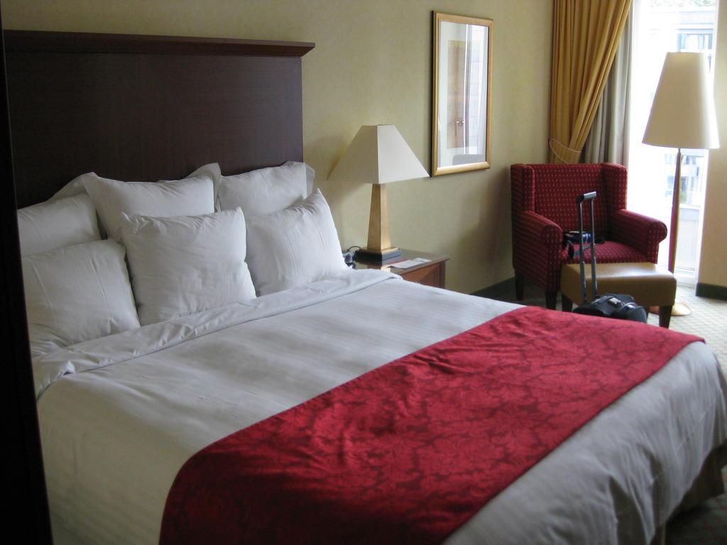 bild das bett das king size bett zu berlin marriott. Black Bedroom Furniture Sets. Home Design Ideas