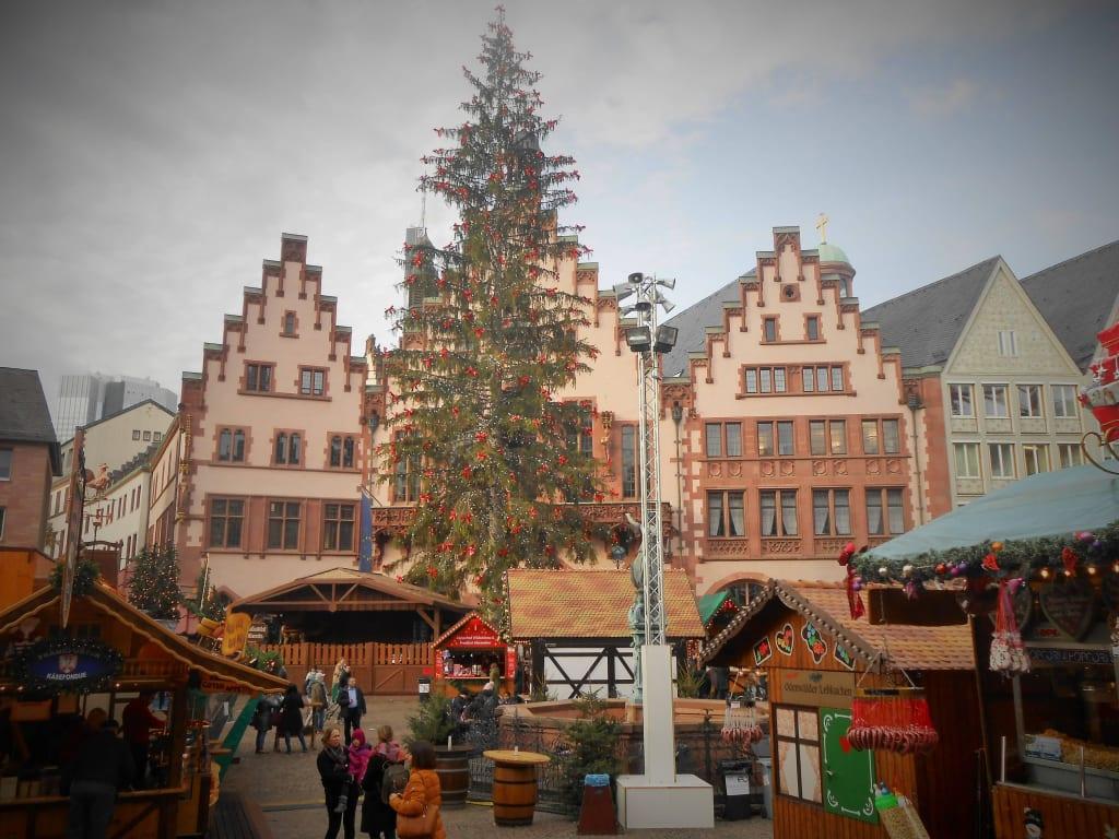 Weihnachtsbaum Frankfurt.Bild Rathaus Mit Weihnachtsbaum Zu Weihnachtsmarkt Frankfurt Am