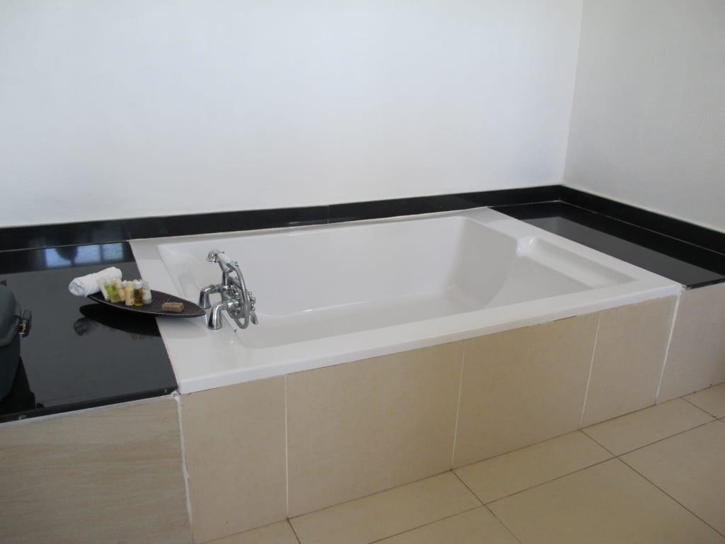 bild doppelbadewanne zu royal zanzibar beach resort in. Black Bedroom Furniture Sets. Home Design Ideas