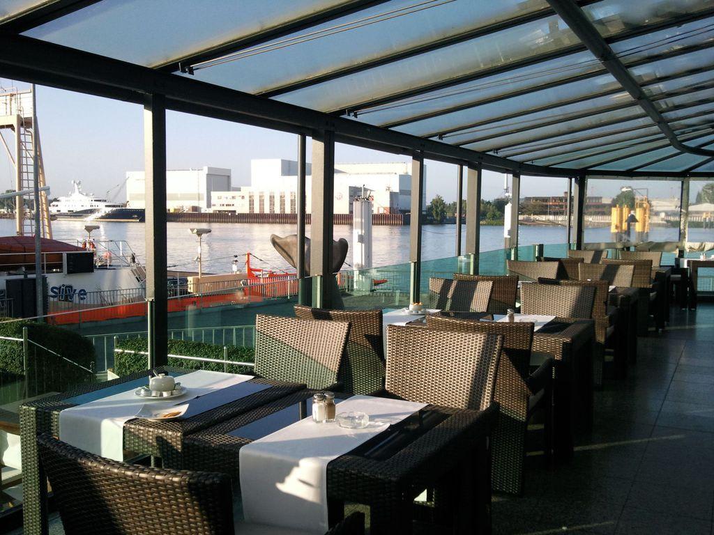 bild terrasse zu hotel strandlust vegesack in bremen vegesack. Black Bedroom Furniture Sets. Home Design Ideas