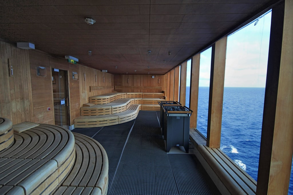 bild die sauna mit blick auf das meer zu mein schiff 1 in. Black Bedroom Furniture Sets. Home Design Ideas