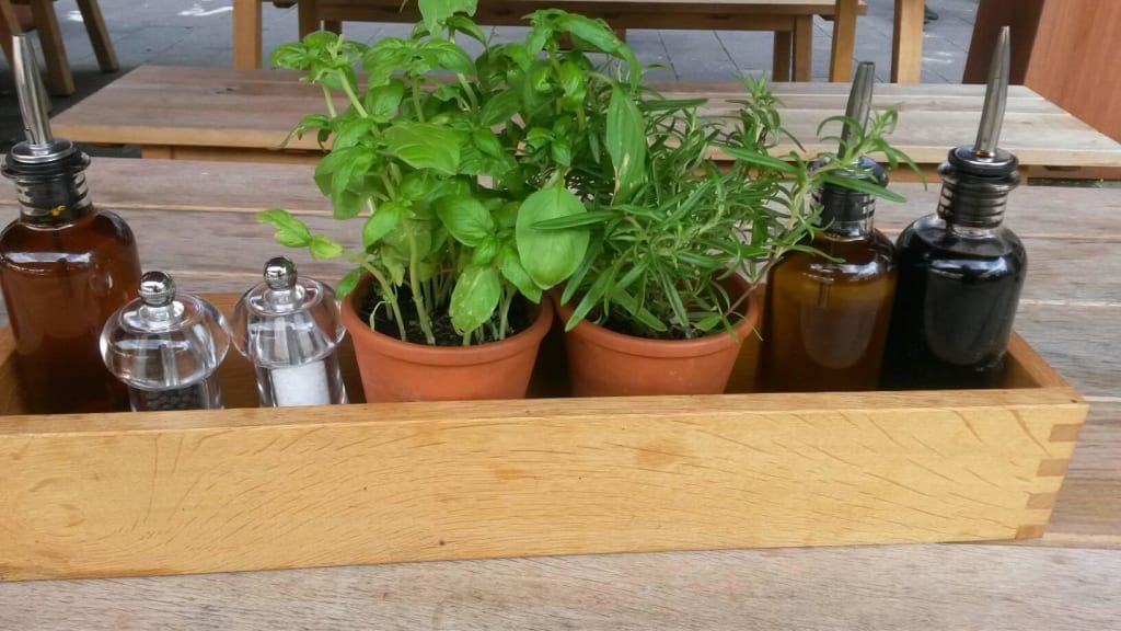 Bild tischdeko zu vapiano magdeburg in magdeburg for Gastronomie deko