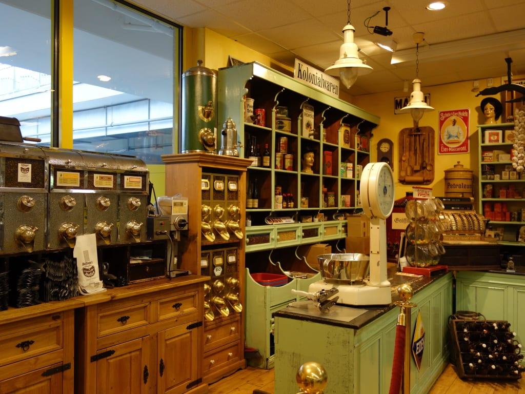 bild alte ger tschaften und alter laden zu kolonialwaren museum in bernkastel kues. Black Bedroom Furniture Sets. Home Design Ideas