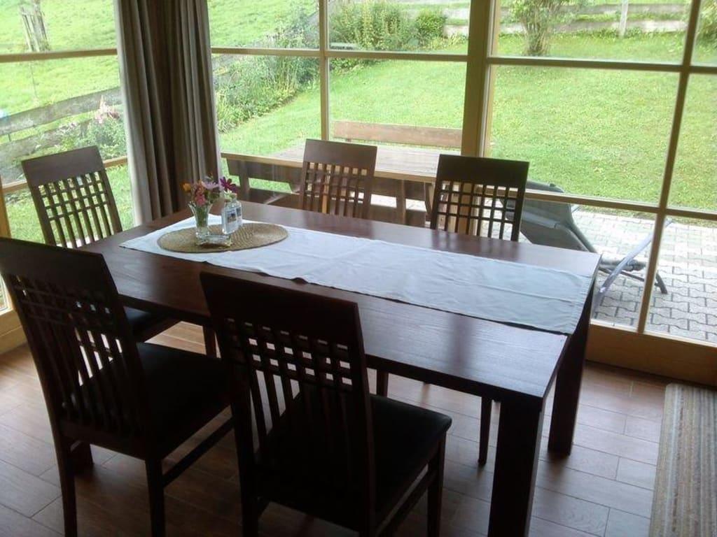 bild schiebet r zu terrasse und garten zu oberulpointhof in bad feilnbach. Black Bedroom Furniture Sets. Home Design Ideas