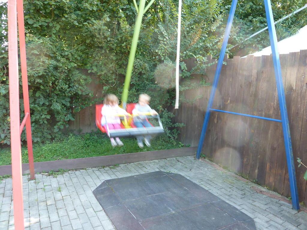 bild schaukel zu funny world familienfreizeitpark in kappel grafenhausen. Black Bedroom Furniture Sets. Home Design Ideas