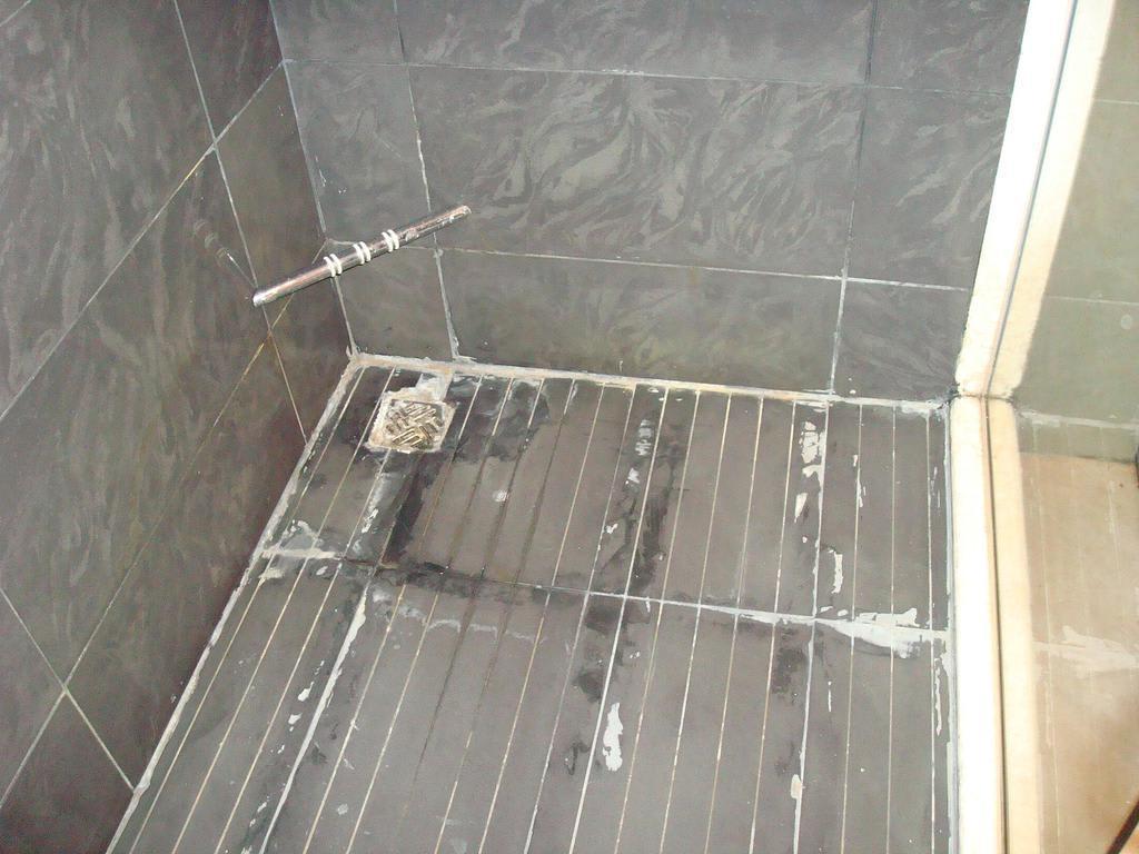 bild boden der dusche zu cleopatra luxury resort in nabq bay. Black Bedroom Furniture Sets. Home Design Ideas