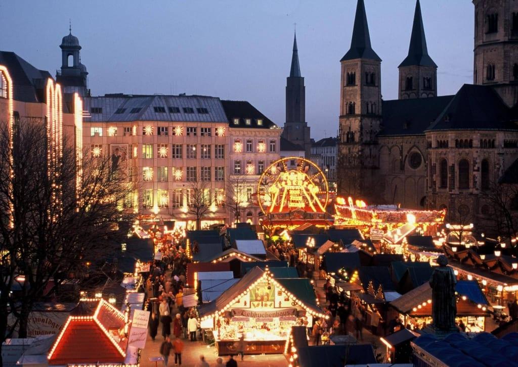 Weihnachtsmarkt Bonn.Bild Bonner Weihnachtsmarkt Zu Weihnachtsmarkt Bonn In Bonn