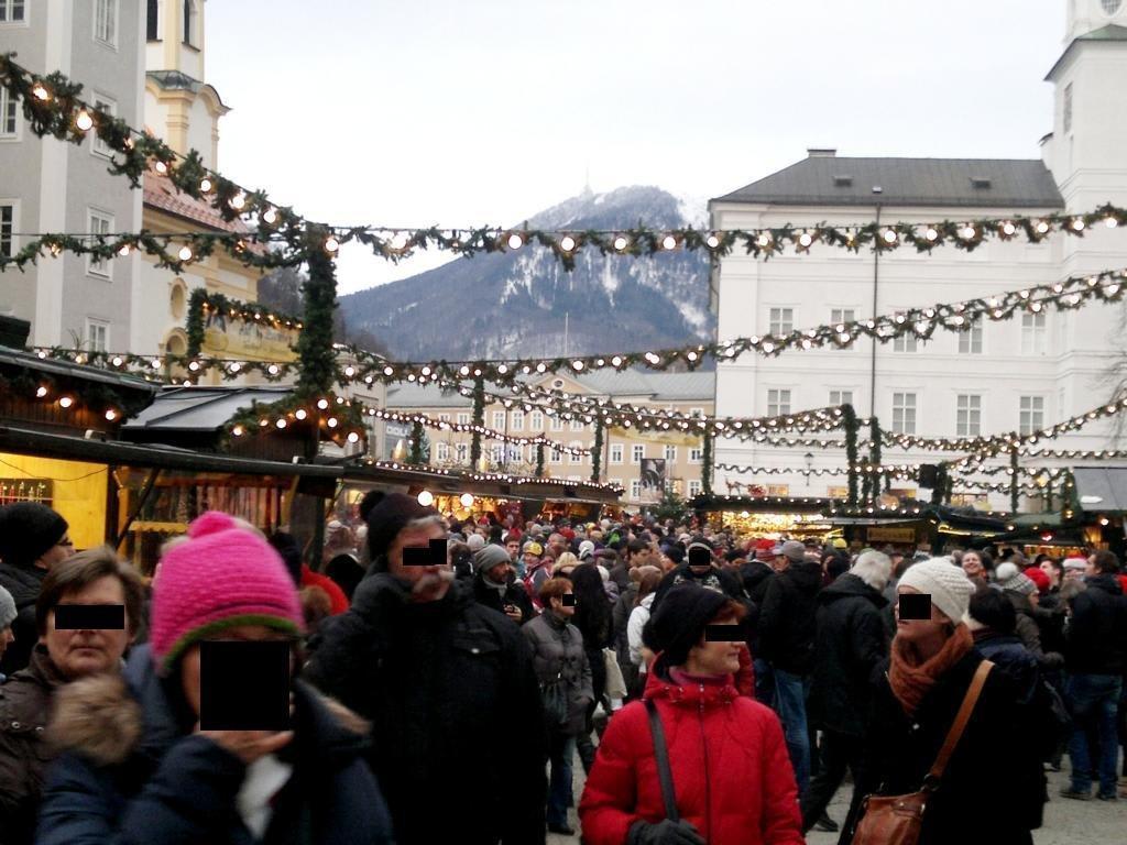 bild salzburger weihnachtsmarkt zu adventm rkte in salzburg. Black Bedroom Furniture Sets. Home Design Ideas
