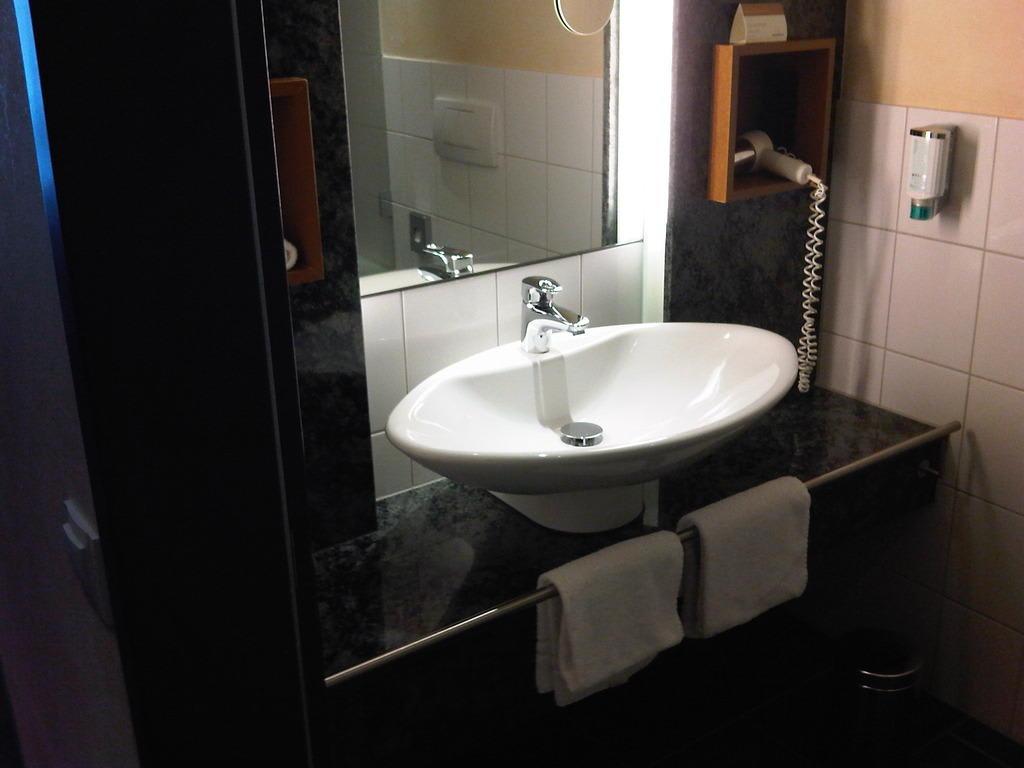 Bild sch ne badeinrichtung zu hotel m venpick m nster in for Badeinrichtung bilder