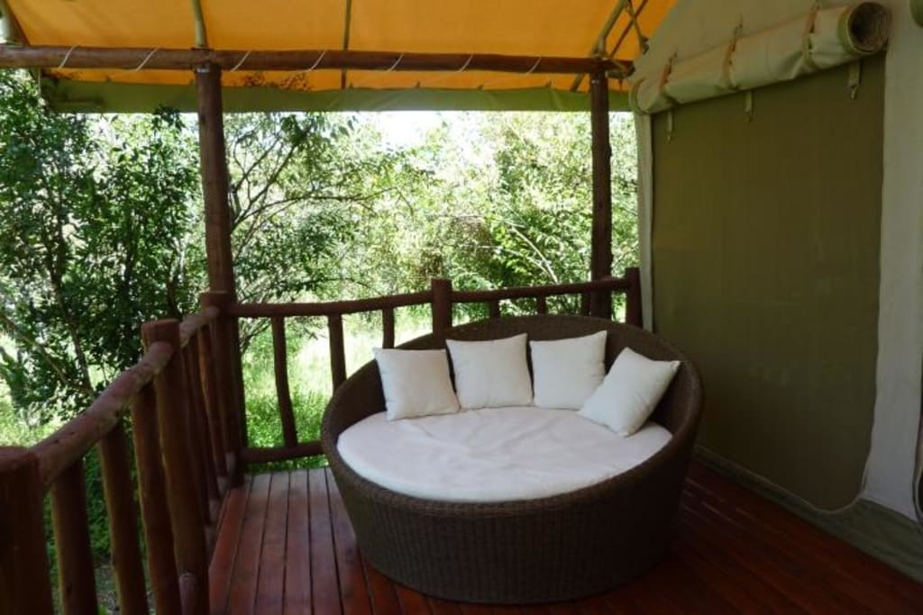 bild das kuschelsofa zu ashnil mara camp in masai mara. Black Bedroom Furniture Sets. Home Design Ideas