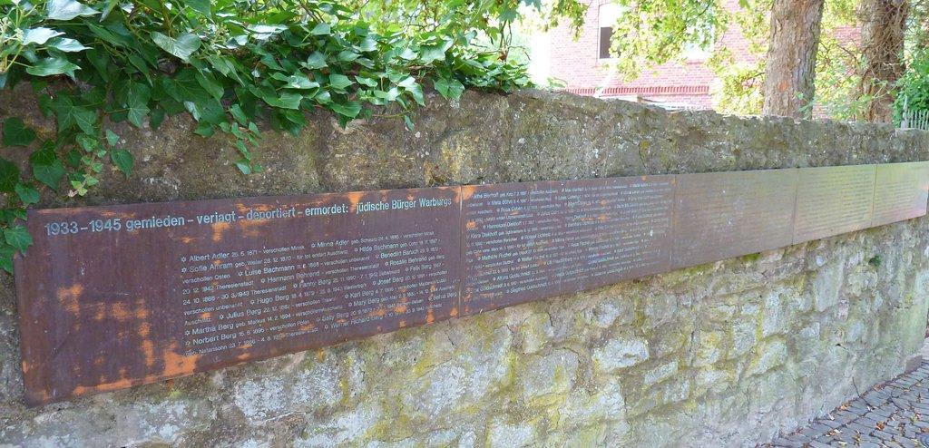 Gedenktafel für die deportierten Warburger Juden Bilder Tempel/Kirche/Grabmal Jüdischer Friedhof