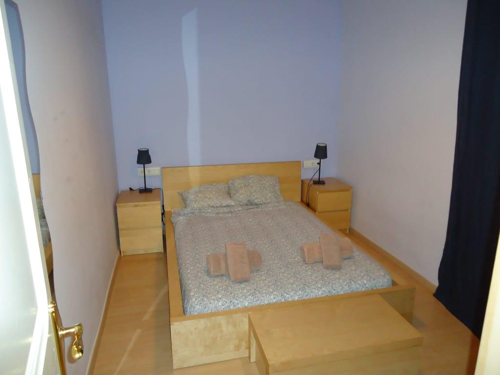 """Bild """"Schlafzimmer 2 ohne Fenster"""" zu Apartments BarcelonaForRent Bailen in Barcelona"""