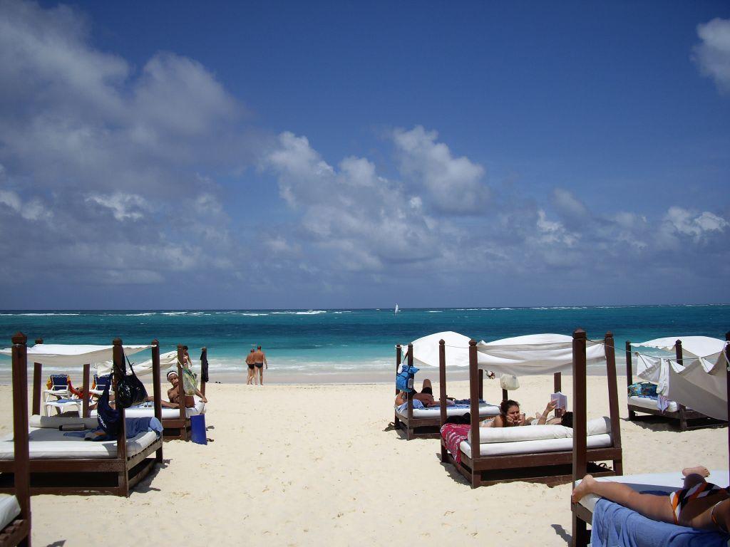 Bild Quot Strand Mit Vip Betten Quot Zu Hotel Punta Cana Princess