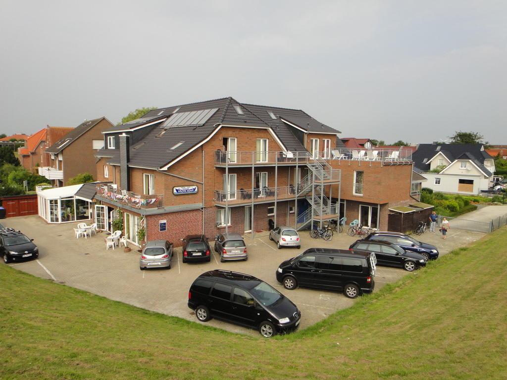 Bild Hotel vom Deich aus zu Hotel Pension Arche Noah in