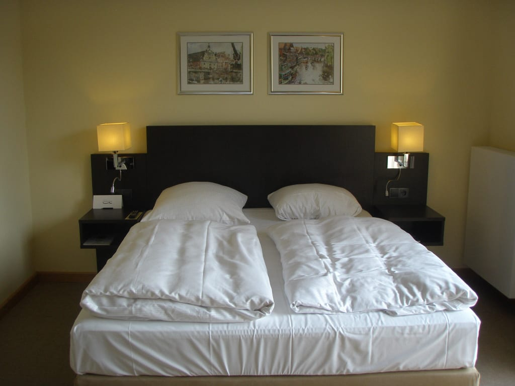 franz sisches bett 1 60 m x 2 0 m bilder zimmer hotel altes kaufhaus. Black Bedroom Furniture Sets. Home Design Ideas
