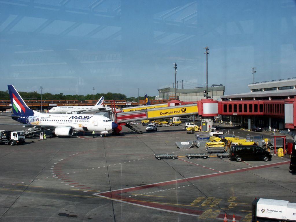 Bild Vorfeld Des Flughafen Tegel Zu Flughafen Berlin
