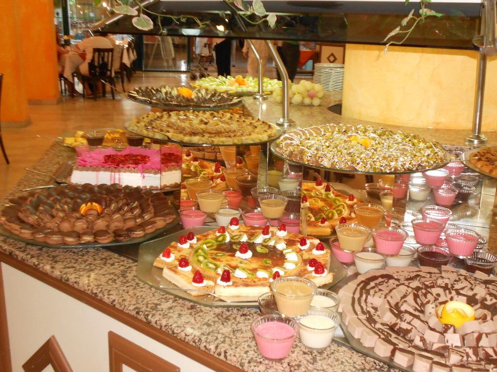 Bild Kuchenbuffet zu Hotel Grand Seker in Evrenseki