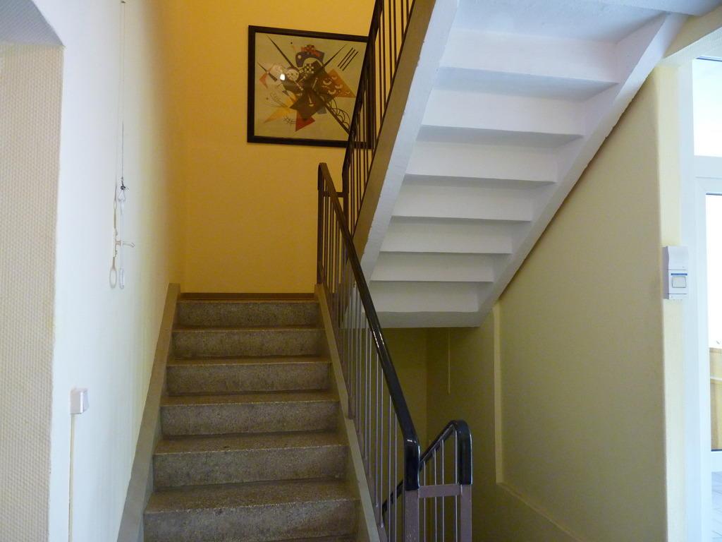 Bild treppenhaus zu garni hotel west in sangerhausen for Gestaltung treppenhaus bilder