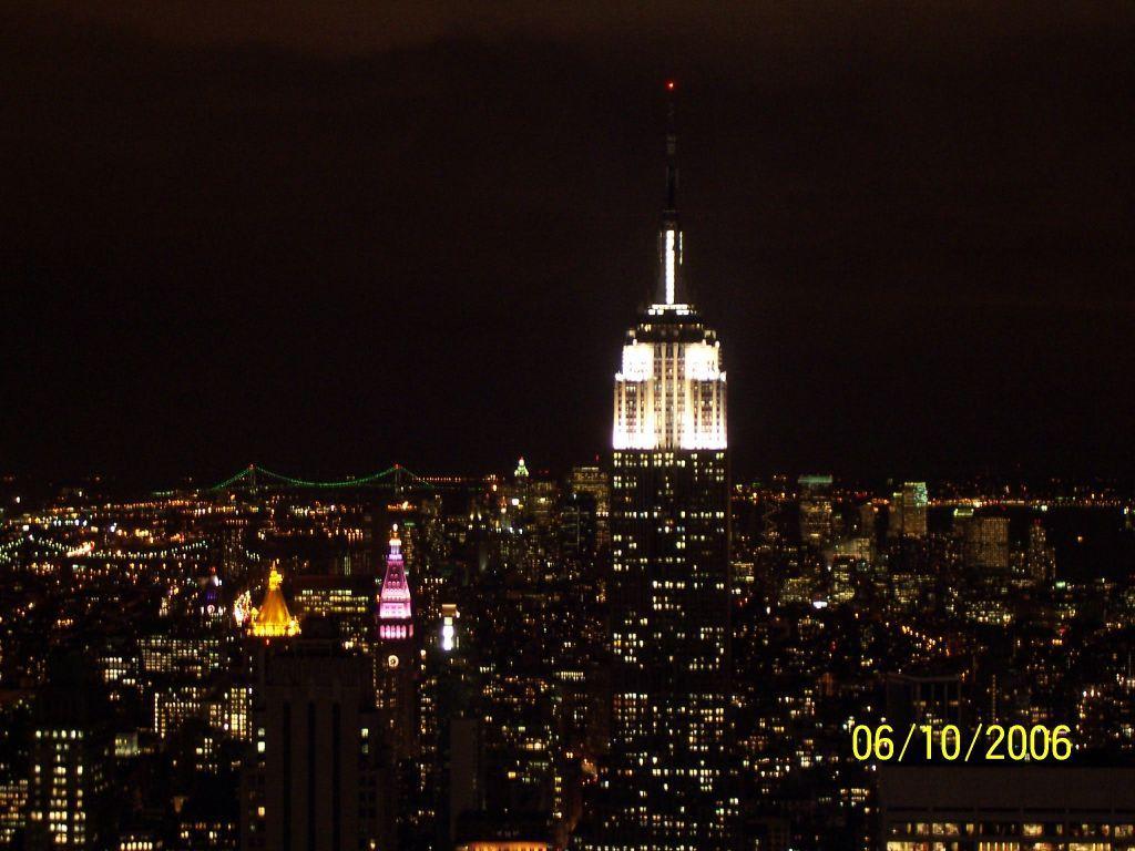 bild empire bei nacht zu empire state building in new york manhattan. Black Bedroom Furniture Sets. Home Design Ideas