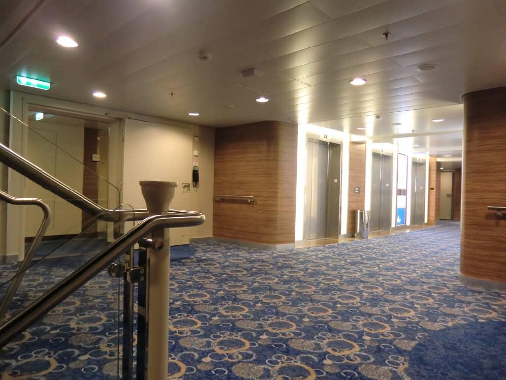 bild treppenhaus und aufz ge zu mein schiff 6 in. Black Bedroom Furniture Sets. Home Design Ideas